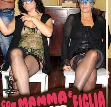 Con mamma e figlia sborrata in famiglia